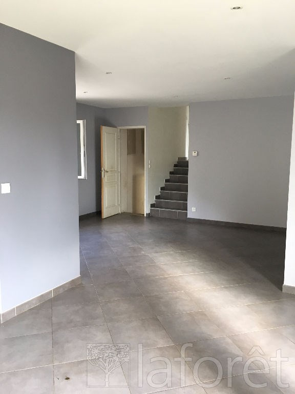 Location maison / villa Bourgoin jallieu 950€ CC - Photo 2