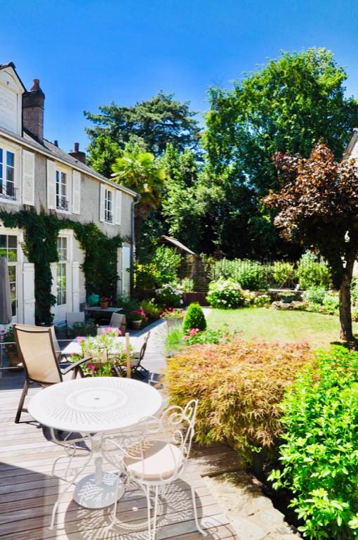 Deluxe sale house / villa Laval 630000€ - Picture 1