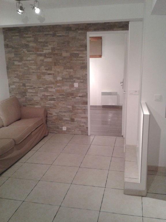 Rental apartment Saint laurent du var 600€ CC - Picture 2