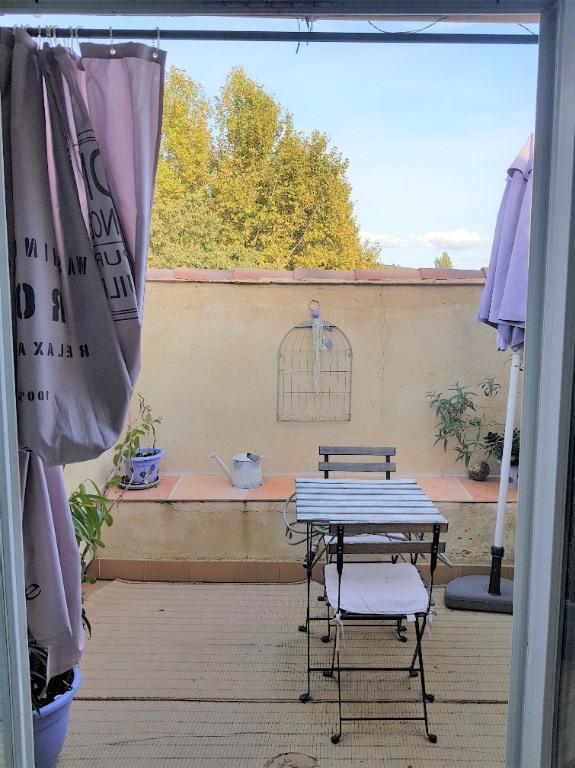 Eyguières à louer studio de 25 m² avec terrasse