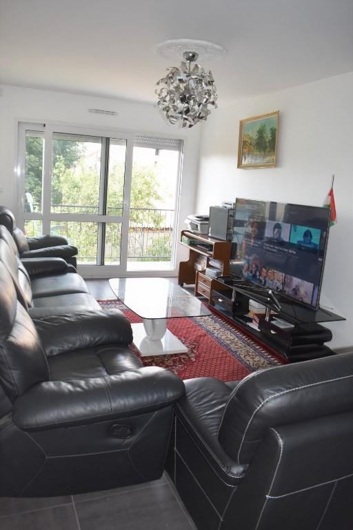 Sale apartment Bagnolet 378000€ - Picture 2