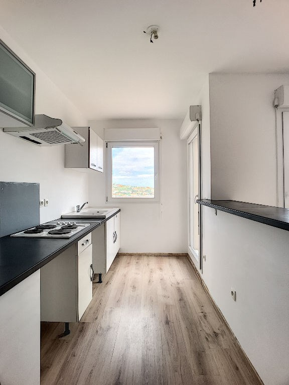 Sale apartment Saint laurent du var 232000€ - Picture 5