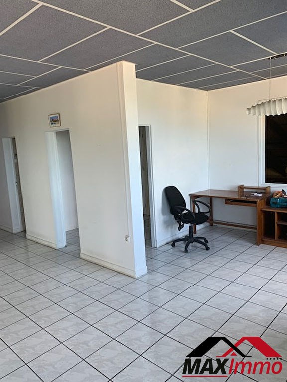 Location local commercial Saint louis 1 500€ HC - Photo 4