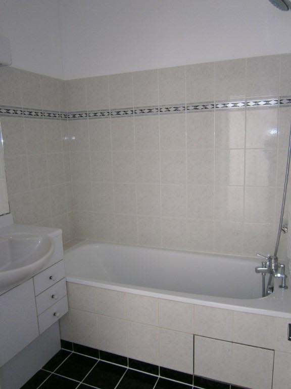 Rental apartment Voisins le bretonneux 662€ CC - Picture 4