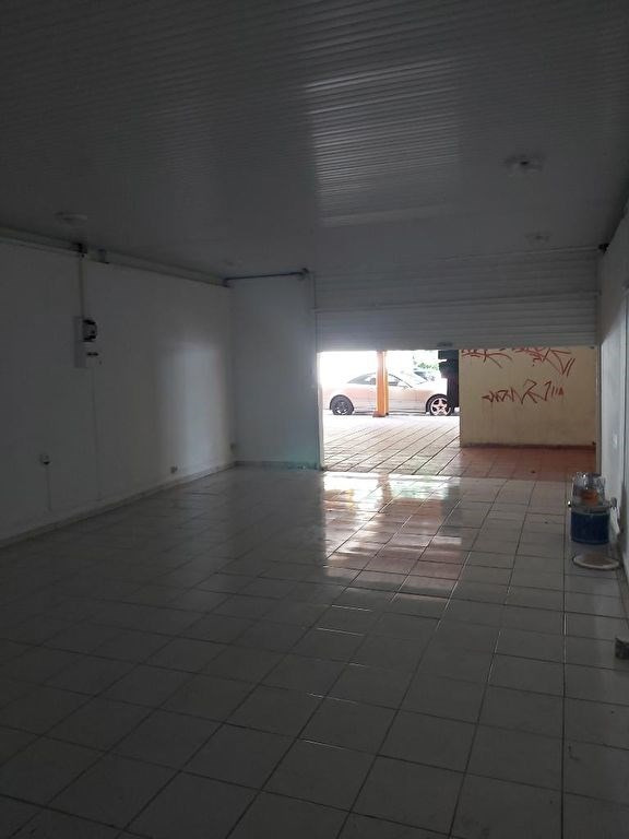 Location local commercial Les abymes 1200€ CC - Photo 2