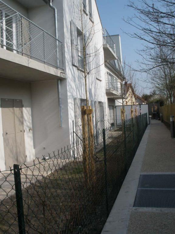 Rental apartment Eragny 748€ CC - Picture 2
