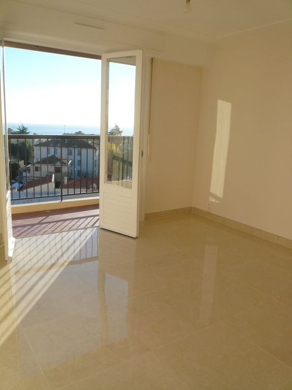 Rental apartment Nice 885€ CC - Picture 3