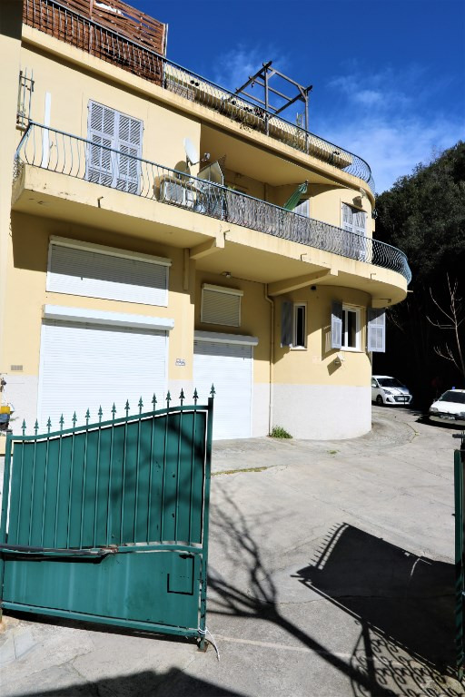 Sale apartment Nice 208000€ - Picture 1