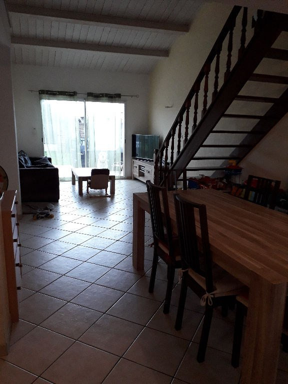 Location maison / villa Angliers 786€ CC - Photo 4