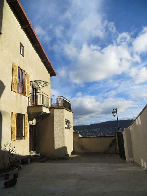 Location maison / villa Veyre monton 780€ CC - Photo 2
