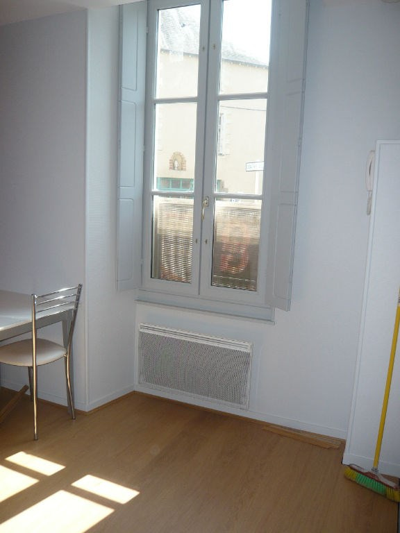 Location appartement Laval 270€ CC - Photo 2