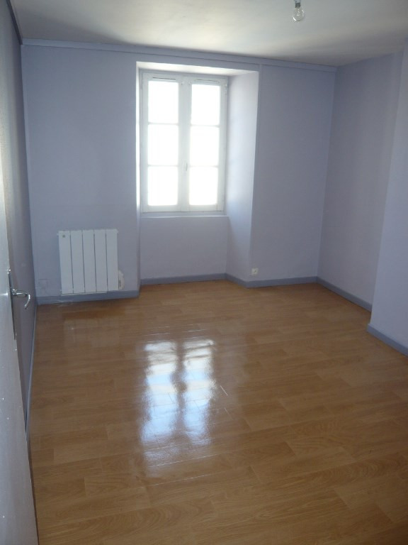 Rental apartment Laval 385€ CC - Picture 3