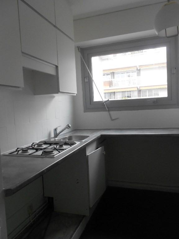 Rental apartment Paris 11ème 2200€ CC - Picture 3