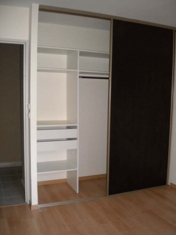Location appartement Saint pierre 892€ CC - Photo 4