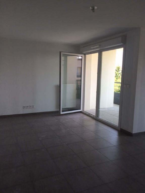 Rental apartment Meyzieu 740€ CC - Picture 2