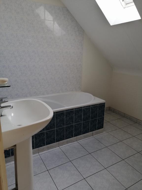 Rental house / villa Saint ouen des toits 495€ CC - Picture 4