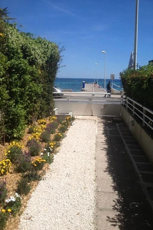 Vacation rental apartment Cannes  - Picture 3