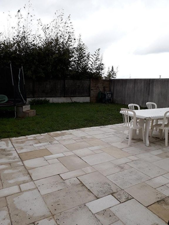Location maison / villa Angliers 786€ CC - Photo 1