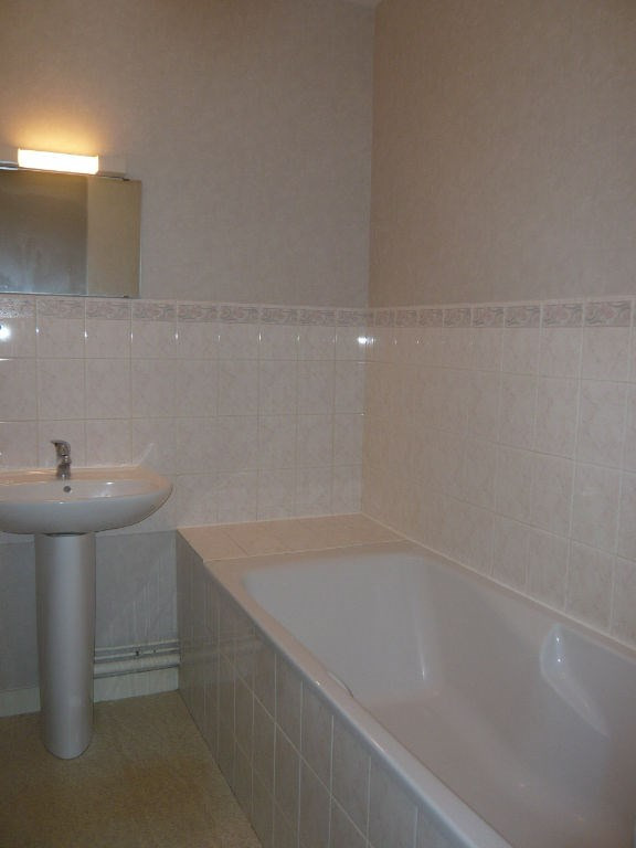 Rental apartment Laval 380€ CC - Picture 3