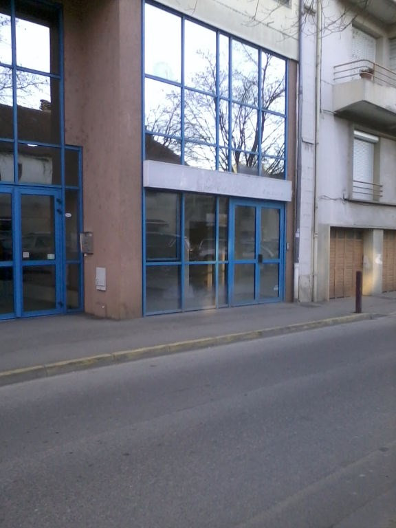 Location boutique Bourgoin jallieu 670€ CC - Photo 2