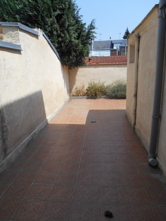 Rental house / villa Saint quentin 782€ CC - Picture 5