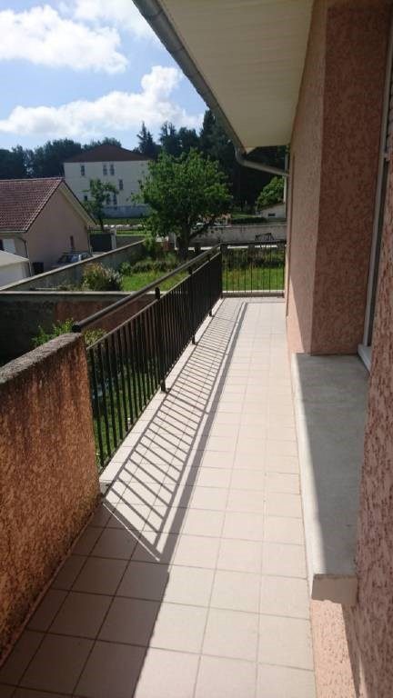Location appartement Les avenieres 650€ CC - Photo 3