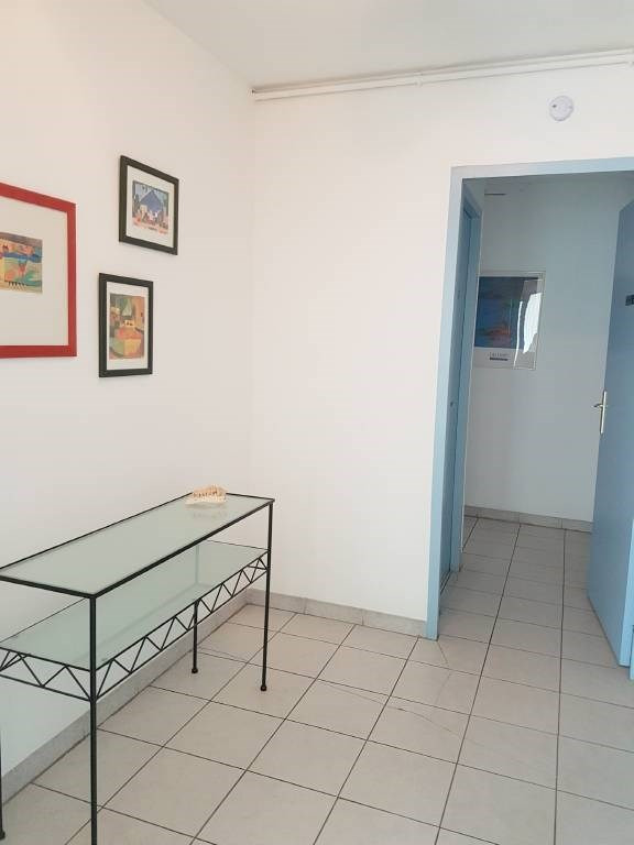 Location local commercial Les angles 860€ CC - Photo 4