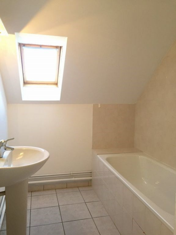 Location maison / villa Grentheville 762€ CC - Photo 11
