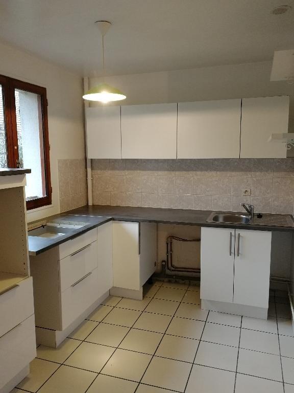 Rental apartment Crosne 840€ CC - Picture 1