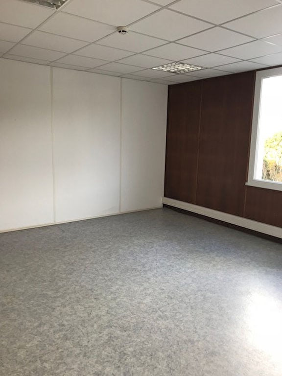 Location local commercial Quimper 6 000€ HC - Photo 2