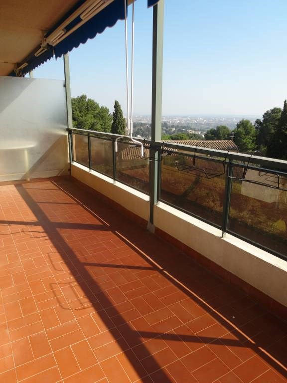 Rental apartment Les angles 555€ CC - Picture 2