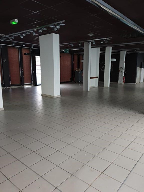 Location local commercial Chambery 10 000€ HC - Photo 4