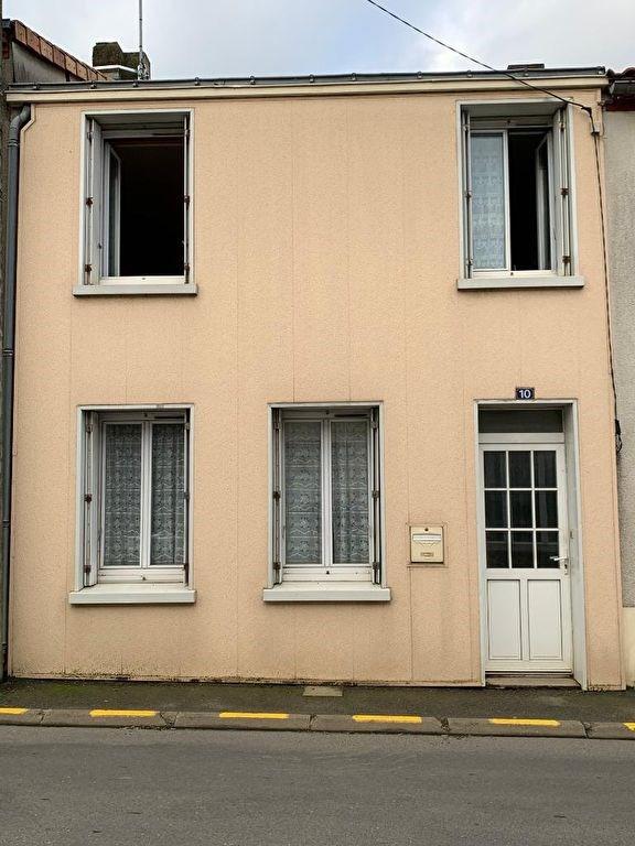 Sale house / villa Le puiset dore 75700€ - Picture 1