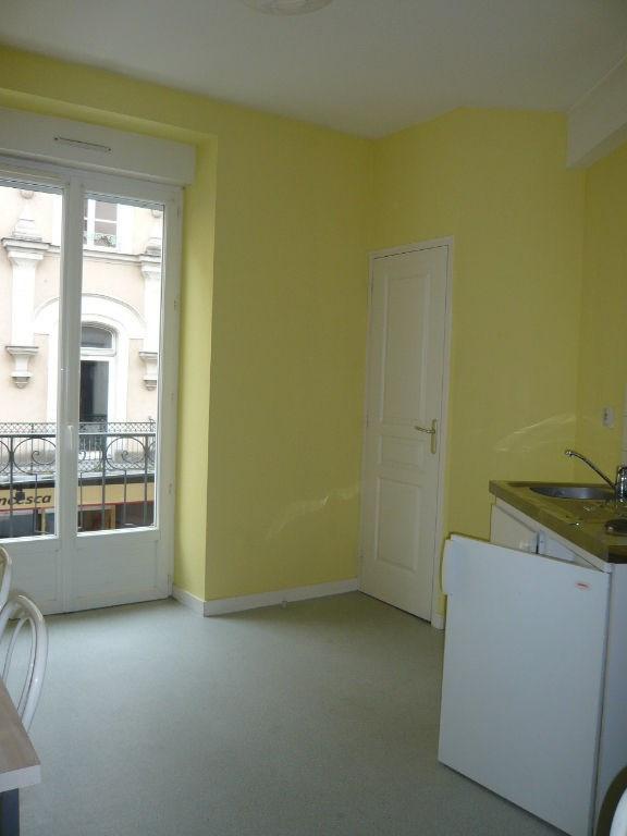 Rental apartment Laval 307€ CC - Picture 3