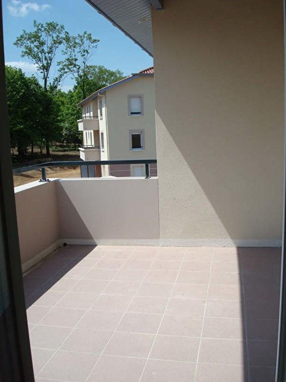 Rental apartment Vaulx milieu 785€ CC - Picture 1