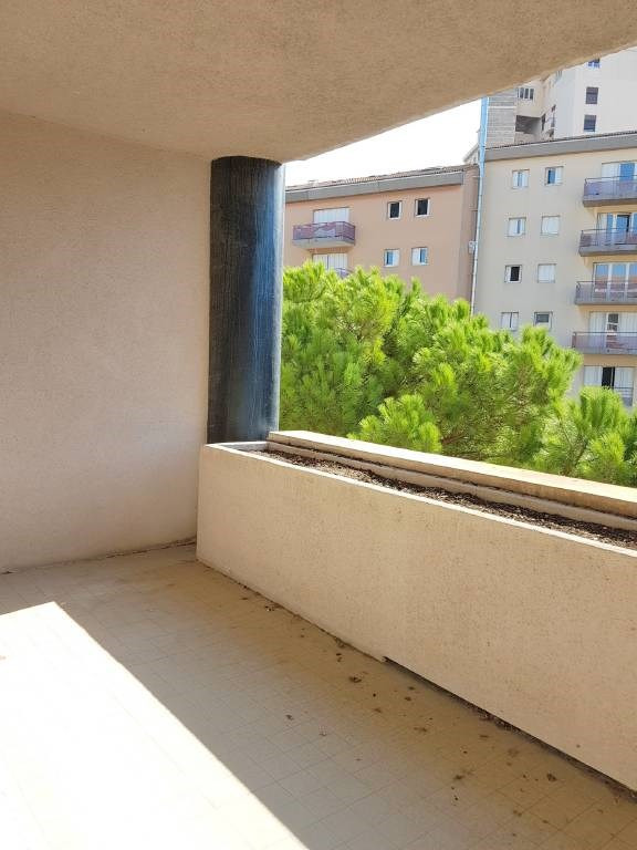 Location local commercial Les angles 860€ CC - Photo 7
