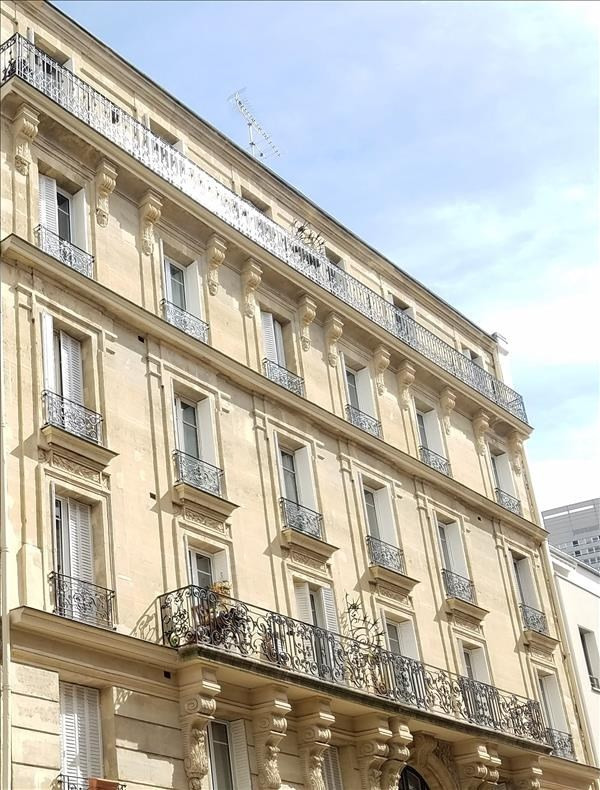Sale apartment Courbevoie 365 000€ - Picture 1