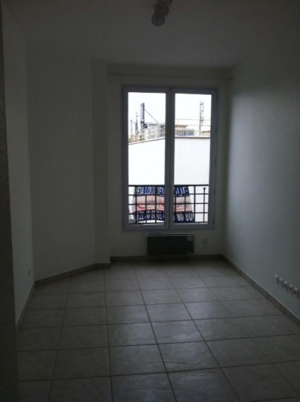 Rental apartment La plaine saint-denis 700€ CC - Picture 4