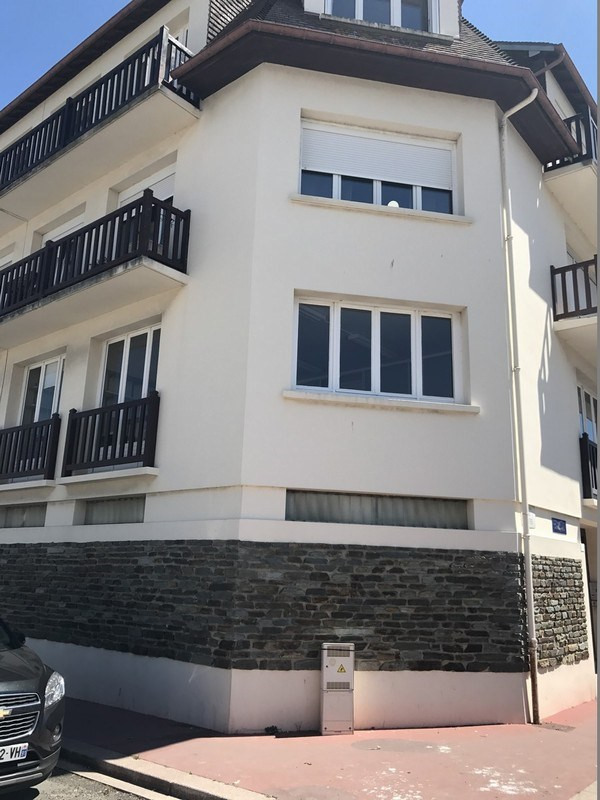 Rental office Deauville 2 916€ CC - Picture 1