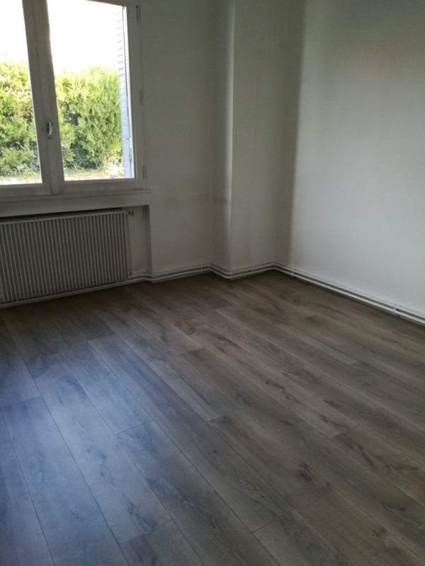 Location appartement Genas 888€ CC - Photo 2