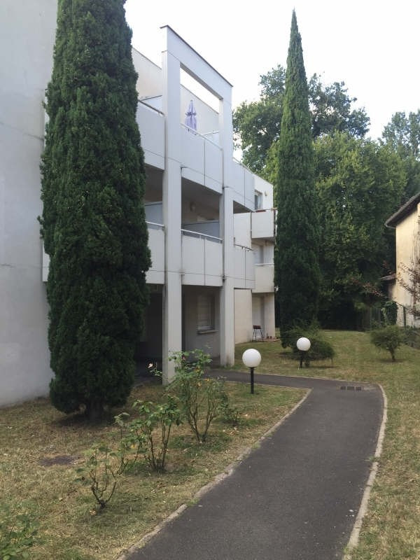 Location appartement Pessac 597€ CC - Photo 1