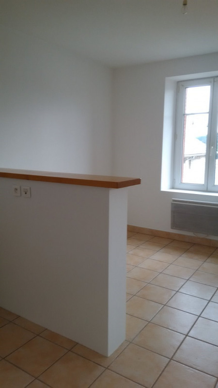 Rental apartment Le chambon sur lignon 325€ CC - Picture 2
