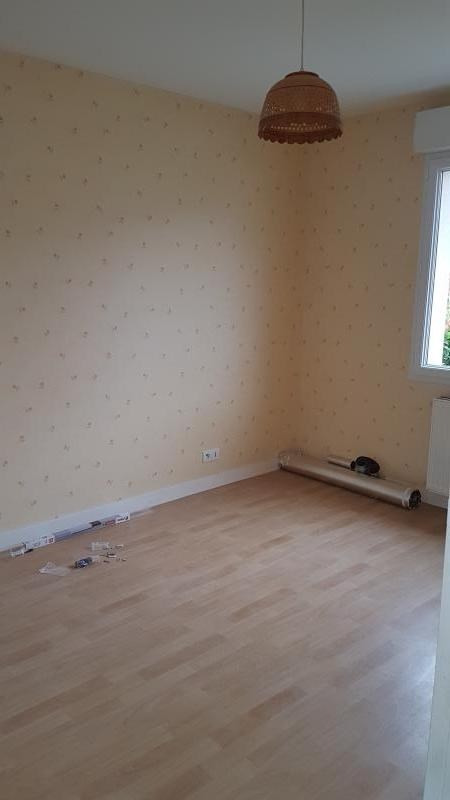 Location maison / villa Louverne 560€ CC - Photo 5