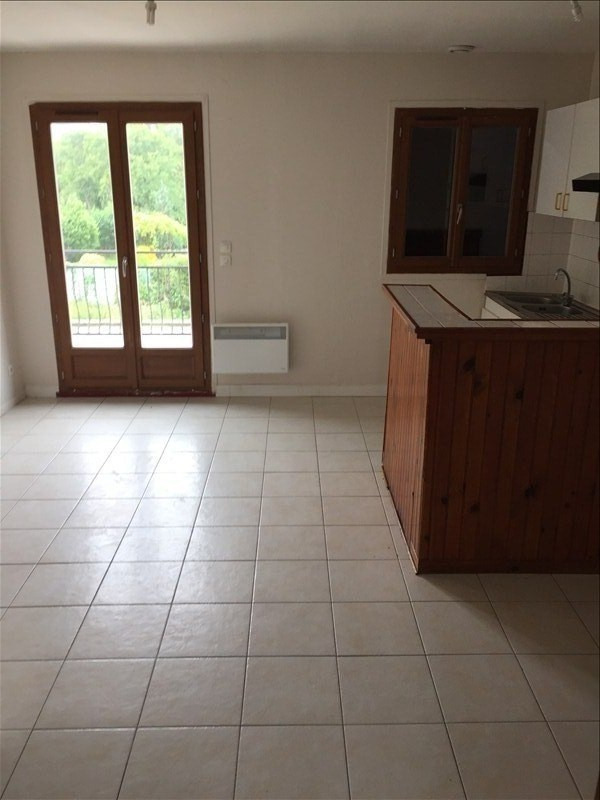Rental apartment Montfermeil 670€ CC - Picture 2