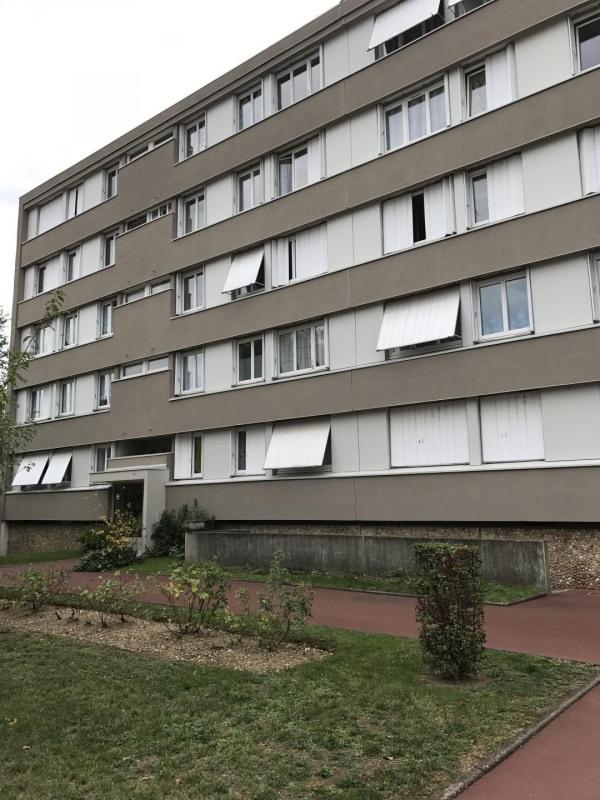 Sale apartment Pierre-bénite 105000€ - Picture 1