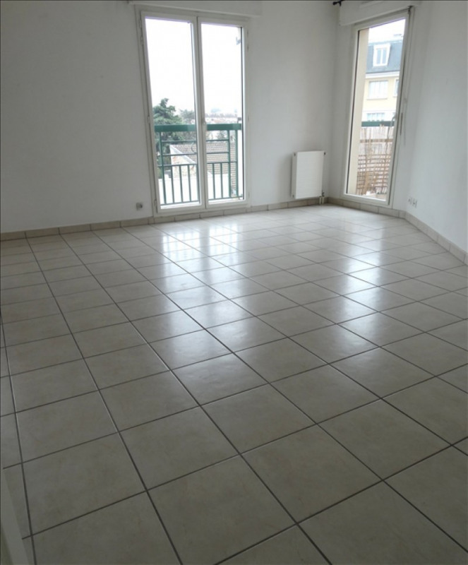 Rental apartment Poissy 970€ CC - Picture 1