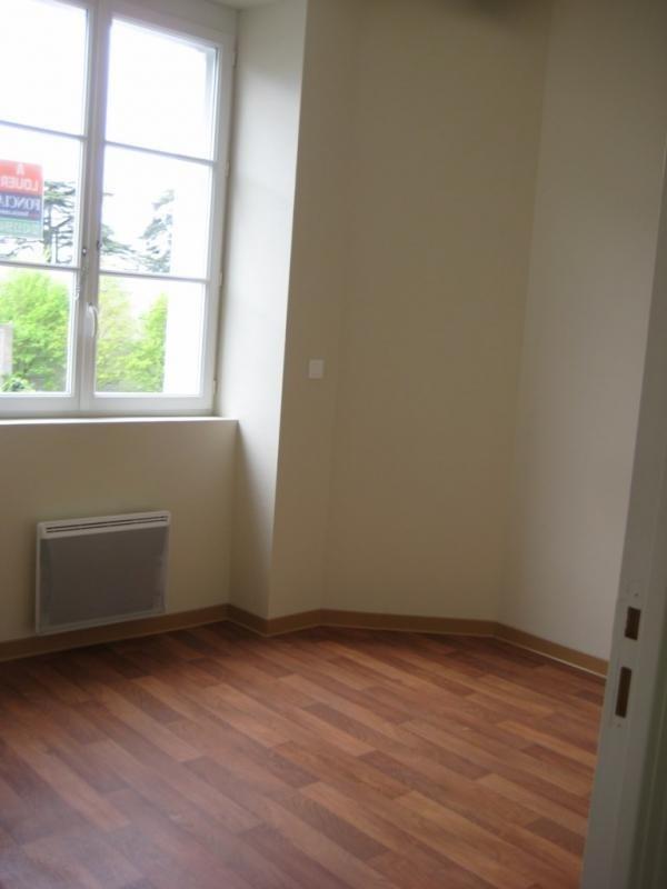 Location appartement Laval 502€ CC - Photo 2