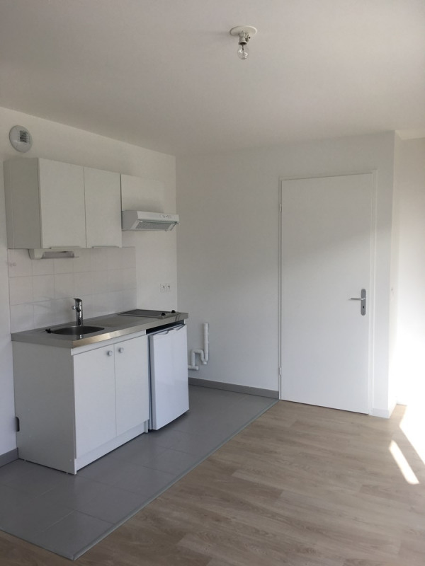 Location appartement Asnieres sur seine 895€ CC - Photo 3