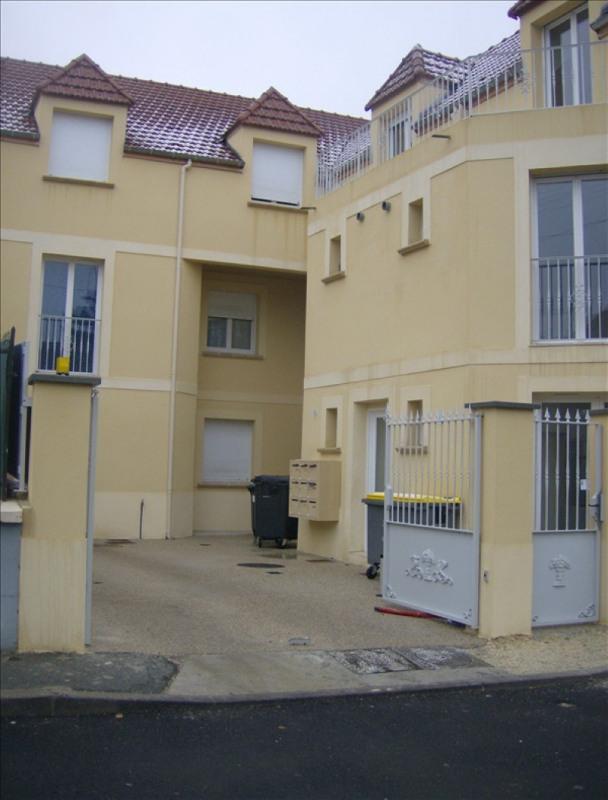 Rental apartment Vaux le penil 546€ CC - Picture 1