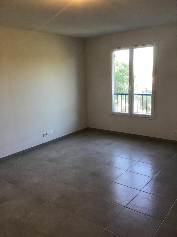 Rental apartment Fréjus 540€ CC - Picture 2